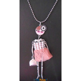 Collier poupée rose